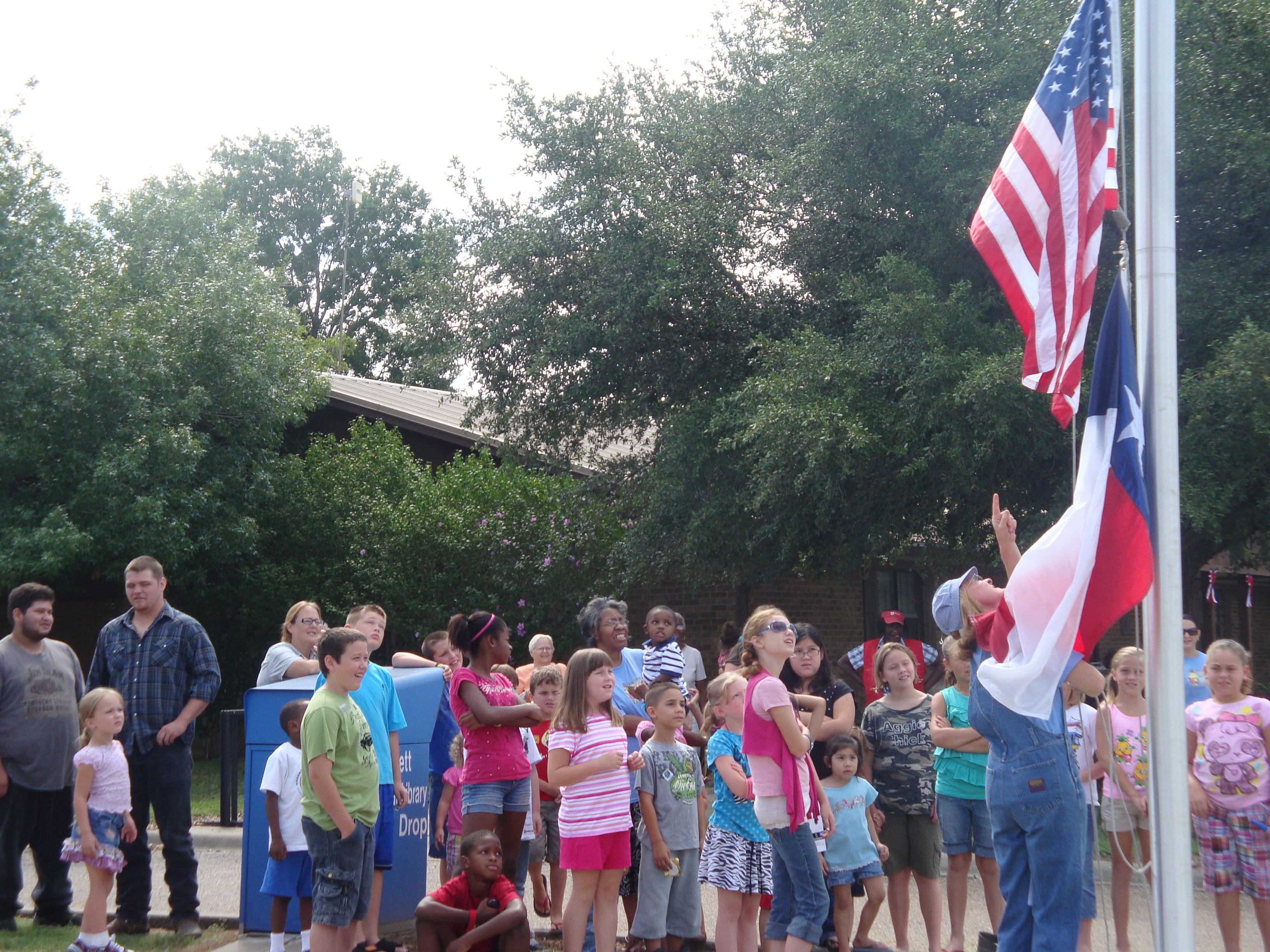 Summer Reading kids around flag