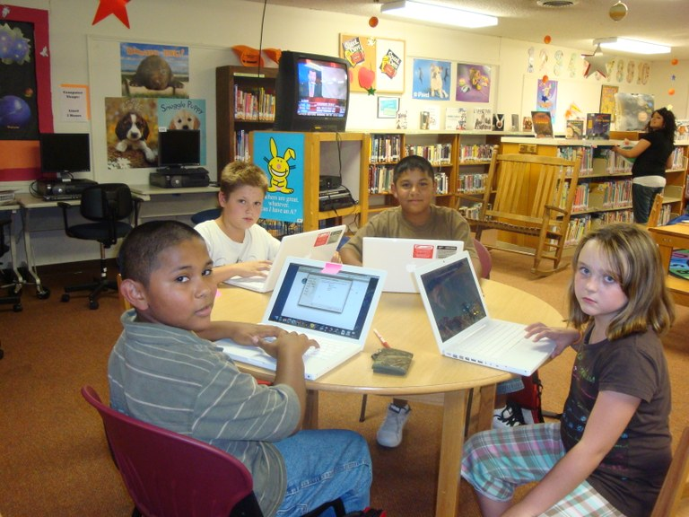 picture'of'kids'with'laptops 3.2010